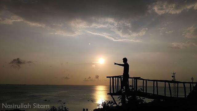 Mengabadikan siluet di Bukit Joko Tuwo Karimunjawa
