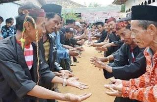 Tradisi Mapar Gigi Dan Karapan Sapi Suku Madura