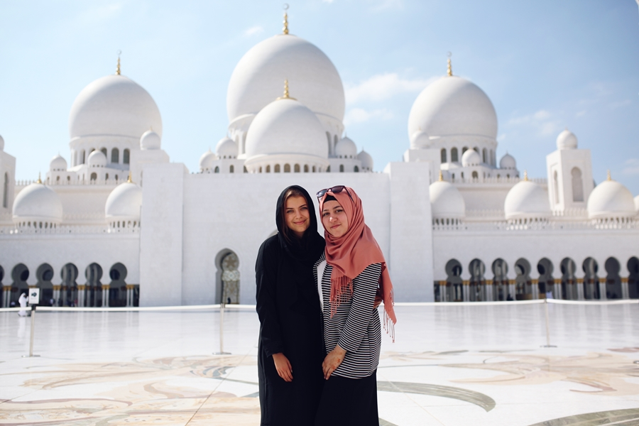 best friends at zayed mosque