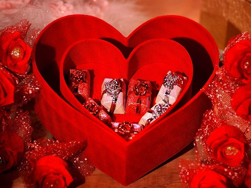Happy Valentines Day 2016 Images, SMS, Wishes, Quotes, Shayari, Pictures, Messages, Best 10 Valentine's Day Gifts Your Boyfriend Actually Wants