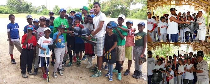 Consulado dominicano en Boston entrega útiles a ligas juveniles de béisbol en provincias de RD