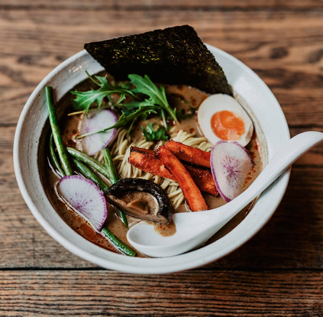 Gdzie zjeść najlepszy ramen w Warszawie? Kuchnia japońska w Warszawie w pigułce. Gdzie znajdziemy prawdziwą i autentyczną japońską restaurację w Warszawie?