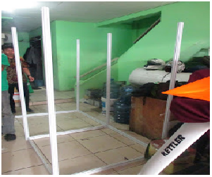 Fitting room 2x2 m tinggi 1,8 m
