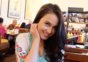 Anjani Dina Senyum