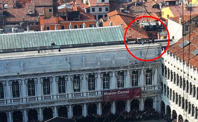 115.000 diváků a odstřelovači na Benátském karnevalu