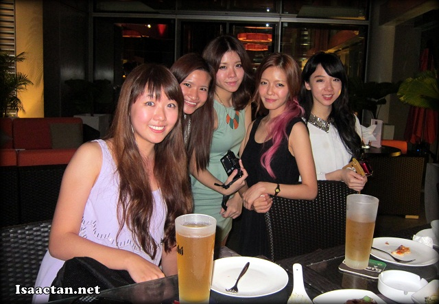 Some of the pretty Nuffnang bloggers at Nuffnang Asahi Bloggers Gathering