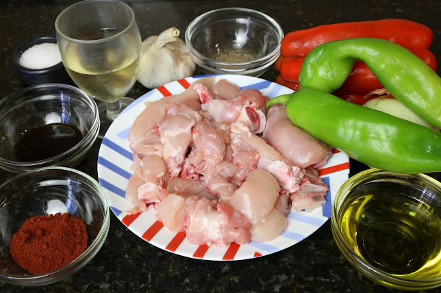 Ingredientes para pollo con pimientos