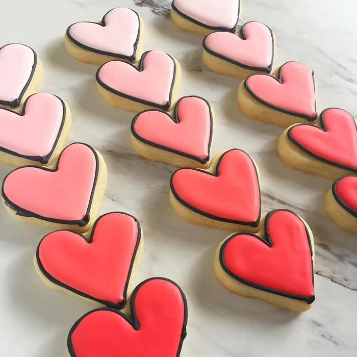 black-outlined ombre heart cookies in poppy