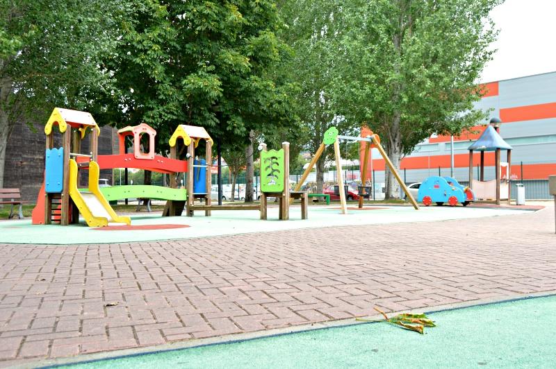 zona parque infantil en betanzos
