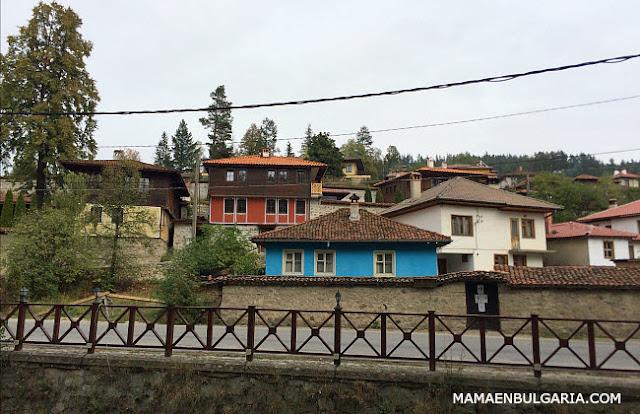 La calle del río Koprivshtitsa