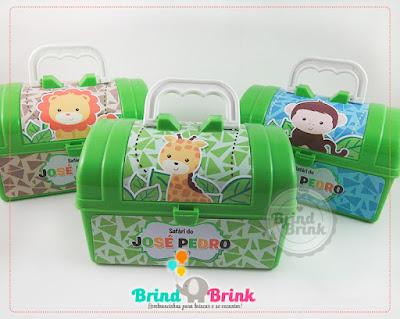 maleta plástica personalizada com o tema safári para festa infantil