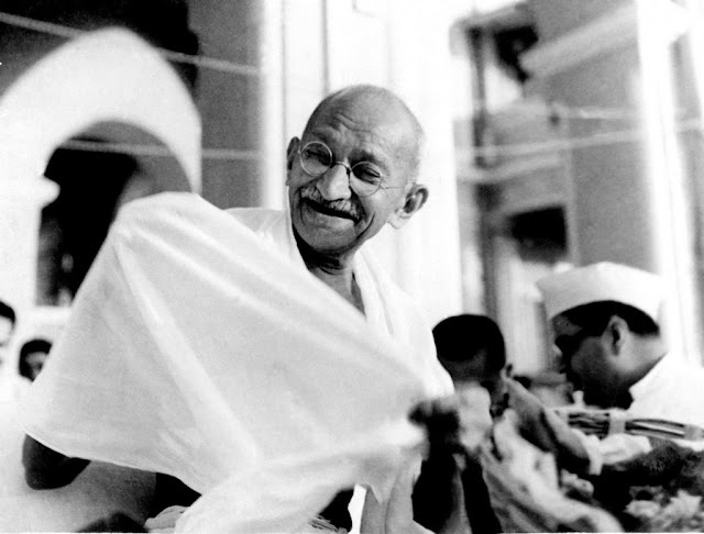 Mahatma Gandhi Essay Thoughts in Hindi Language
