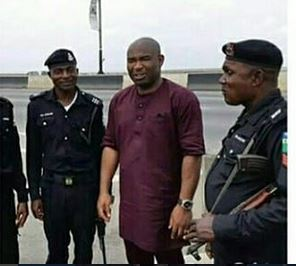 Photos: See what police officers for a man after he had flat tyre on Third Mainland Bridge In Lagos.