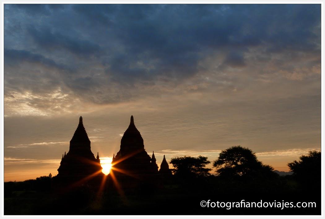 amanecer en Bagan con efecto estrella Starburst