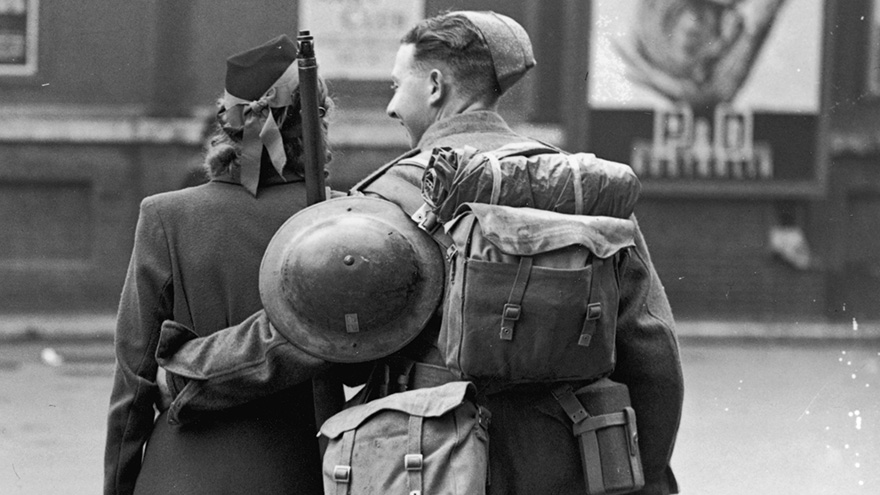 60 + 1 Heart-Warming Historical Pictures That Illustrate Love During War - A Couple Celebrate The Victory On May 8, 1945