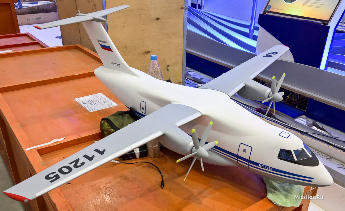 Макет Іл-112В