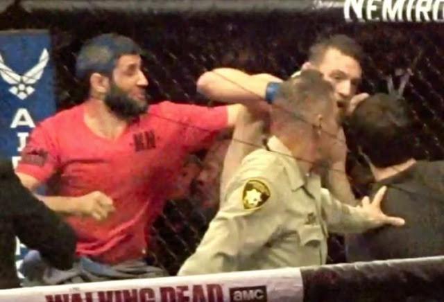 Brutal..! McGregor Digebukin Penonton, Khabib Nurmagomedov Lompati Ring