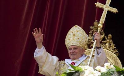 """Đức Hồng Y Raymond Burke nói: Đức Thánh Cha Bênêđictô XVI đã phục hồi """"Vẻ đẹp và chính xác"""" cho nghi thức phụng vụ"""