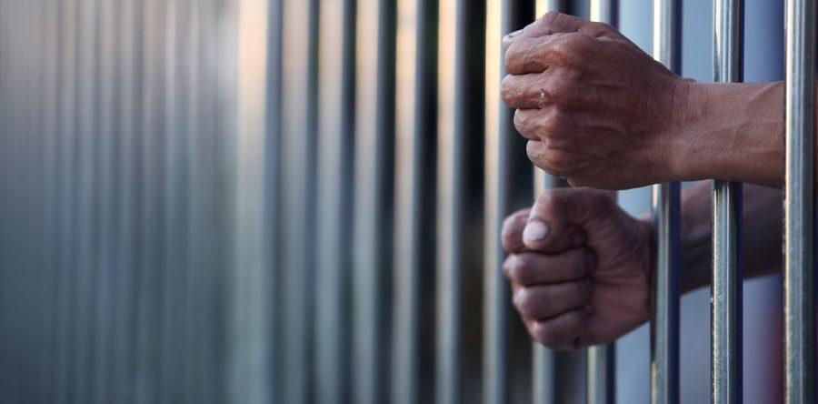 Resultado de imagem para detento em cadeia publica