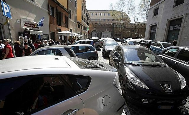 La rimozione delle auto in sosta vietata