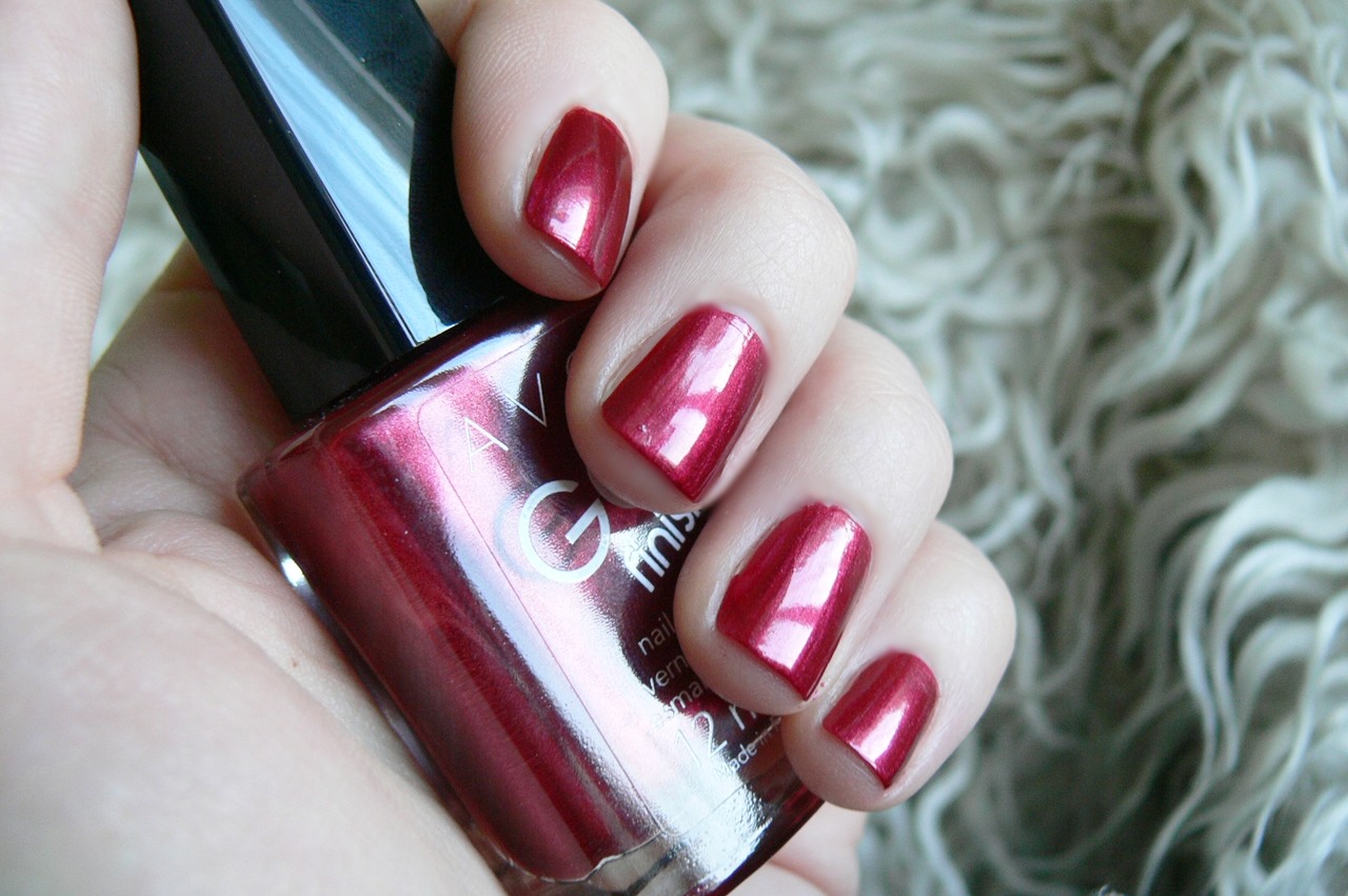 Avon Gel Finish Red Velvet na paznokciach