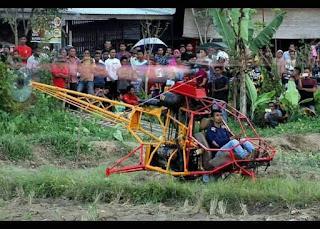 Pemuda Aceh Mencoba Hasil Karyanya Helikopter Bermesin Mobil