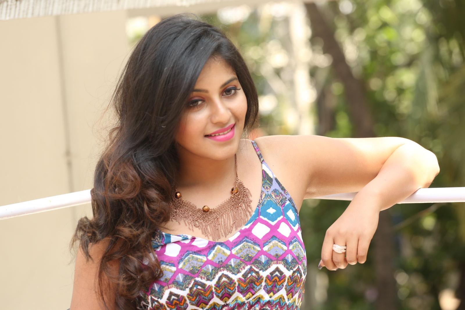 Actor Anjali Photos: Anjali Latest Glamorous Photos