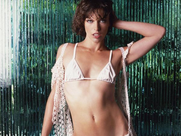 Milla Jovovich en ropa interior