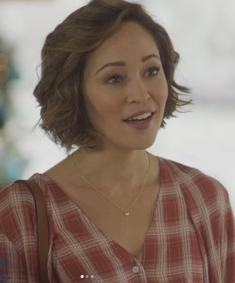 """It's A Wonderful LifeStyle: Autumn Reeser's fashion from Hallmark's """"Christmas Under the Stars"""""""