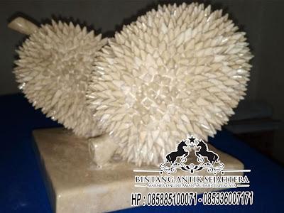 Patung Durian Tampak Dari Belakang