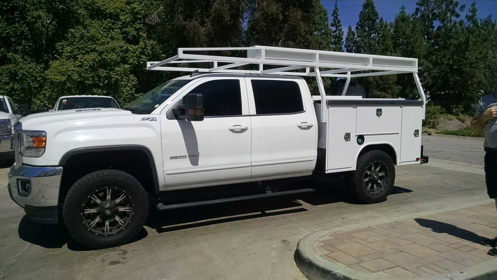 Service Bodies For Pickups : Harbor truck bodies service body and rack