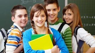 """9. Sınıf Coğrafya Gün Yayınları Ders Kitabı Cevapları Coğrafyada olayların neden - sonuç ilişkisi içinde irdelenmesi öğrenmeyi kolaylaştırır, konuları ezber olmaktan çıkarır. Bu nedenle tüm coğrafya konuları neden-sonuç ilişkisi içinde açıklanmakta ve öğrencilerin kavraması sağlanmaktadır. Böylece konular daha öğretici ve zevkli hale gelmektedir. Aynı zamanda güncel olaylar takip edilerek, coğrafyanın güncel hayatımızdaki yeri belirtilmektedir.   9. Sınıf Coğrafya Gün Yayınları Ders Kitabı Cevapları Her öğretim kademesinde biz öğretmenlerin karşılaştıkları ve çoğu zamanda tam olarak cevaplamadığımız yada cevaplayamadığımız soru, öğrencilerin """"neden bunu öğreniyorum"""" sorusudur. Coğrafyanın önemini kavratabilmek için coğrafya açısından bu sorunun cevabını kendimize ve öğrencilerimize vermemiz gerekmektedir. Aşağıda bu soruya ilişin bazı önemli bilim insanlarının cevapları verilmiştir. 9. Sınıf Coğrafya Gün Yayınları Ders Kitabı Cevapları   9. Sınıf Coğrafya Gün Yayınları Ders Kitabı Cevapları  Okulda coğrafyayı öğretirken yukarıda ifade edilenlerden yola çıkarak öncelikli olarak öğrenciye coğrafya bilgisinin ne, neden ve kadar önemli olduğunu, nerede ve nasıl kullanıldığını fark ettirmeliyiz."""