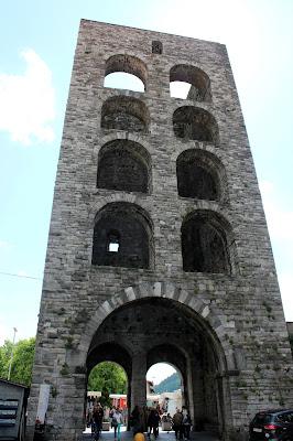 Puerta Torre de Como