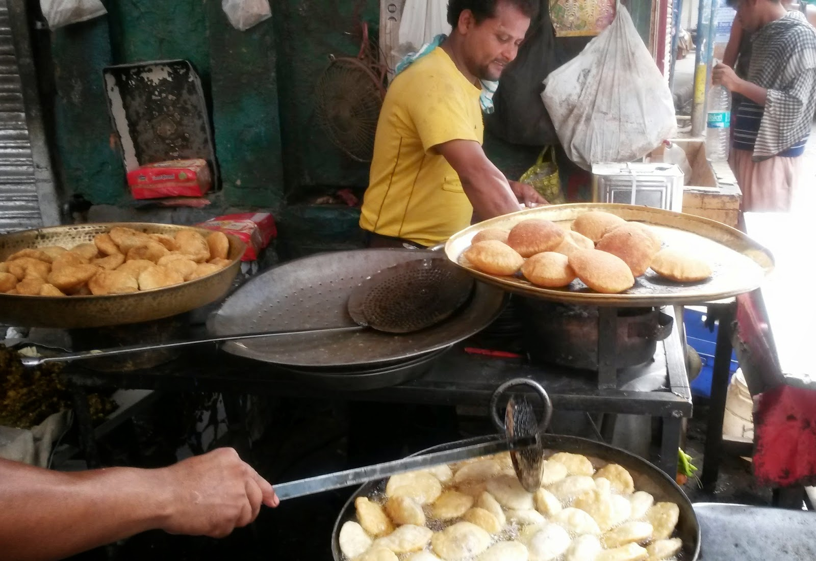Kachoris at Bharath's, Chandni Chowk