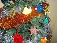 Decoración navideña realizada por niños.
