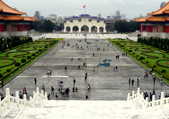 Taipei: Chiang Kai-shek Memorial Hall and the Changing of Guards
