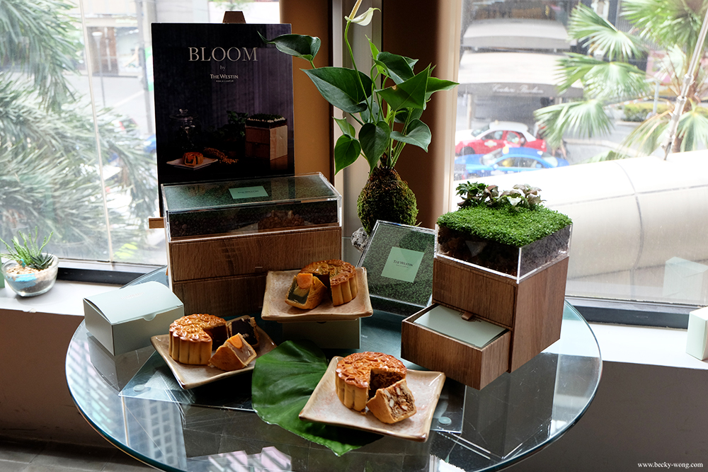 Bloom by the westin kuala lumpur mooncake gift box with diy among all of the mooncake gift sets the westin kuala lumpur certainly set themselves apart with their 2016 bloom gift box understand the hectic working solutioingenieria Image collections