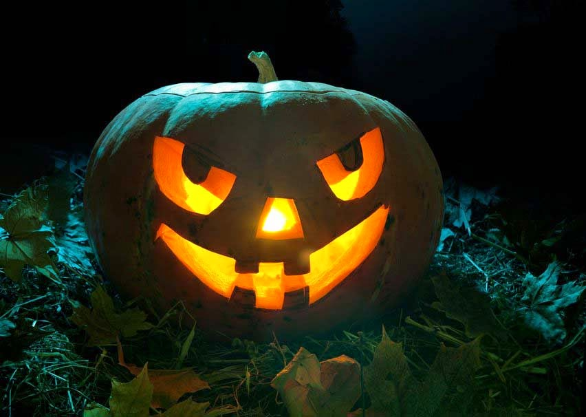 pumpkin-halloween-night-candles-teeth-leaves