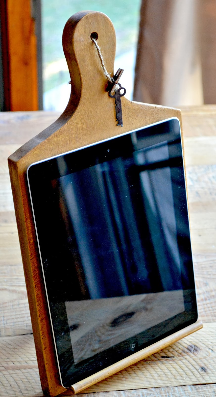 cutting board ipad stand www.homeroad.net