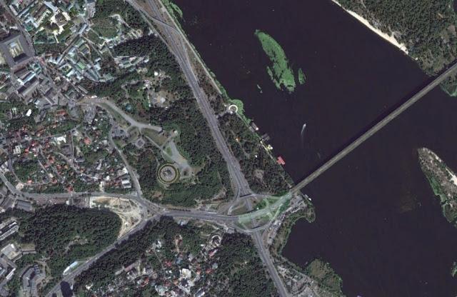 Днепра в районе моста Патона
