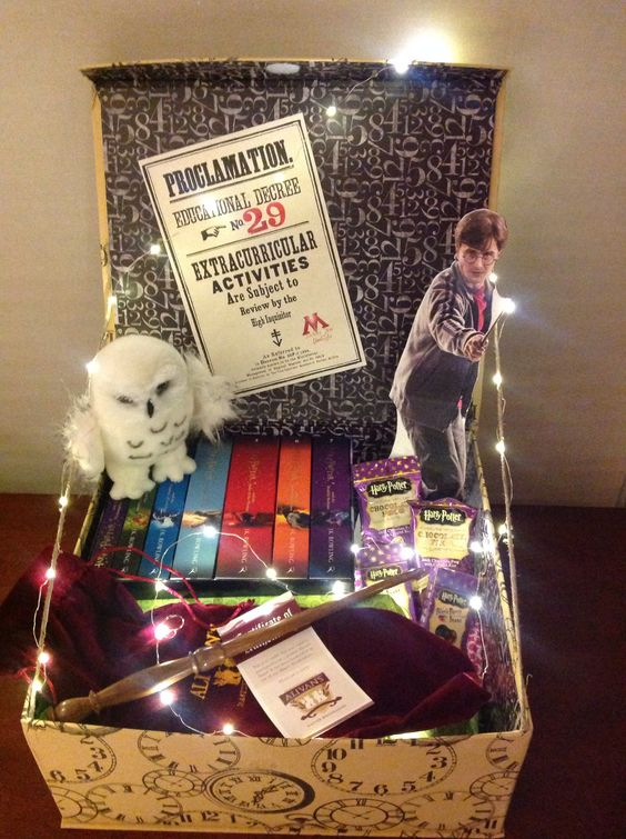 How to make the perfect fandom gift basket the fangirl for Harry potter christmas present ideas