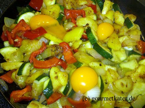 Gemüse-Pfanne mit Ei