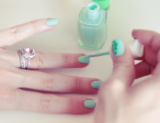 minty green speckled nails, St Patrick's Day manicure, nail art tutorial
