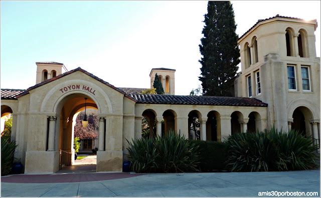 Toyon Hall, Universidad de Stanford