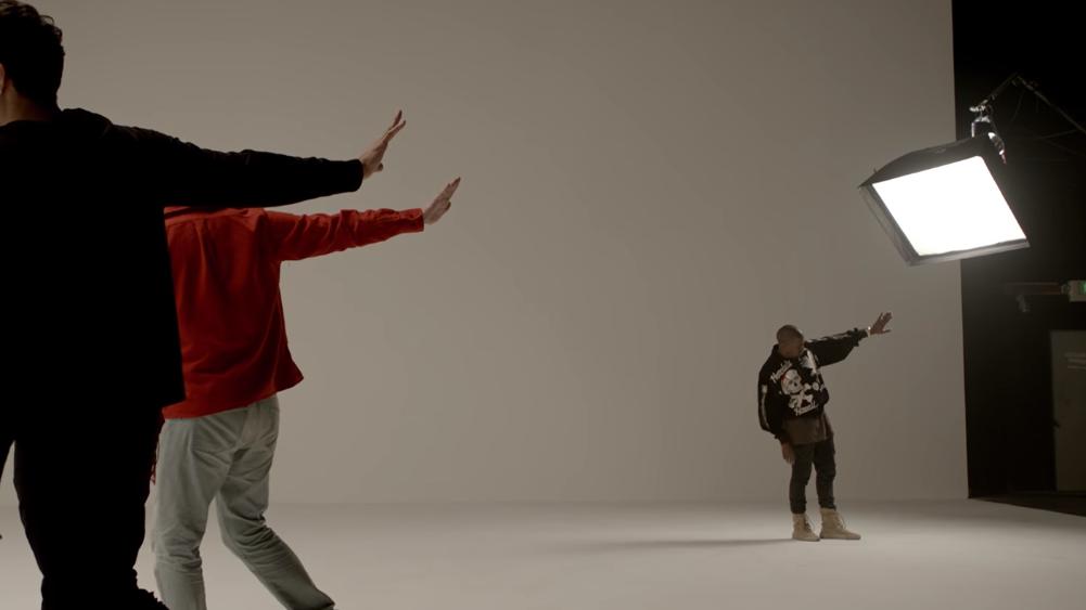 A dancinha desses três é uma das coisas mais inusitadas que você verá nessa semana.