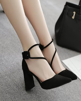 heels closed black elegant trendy