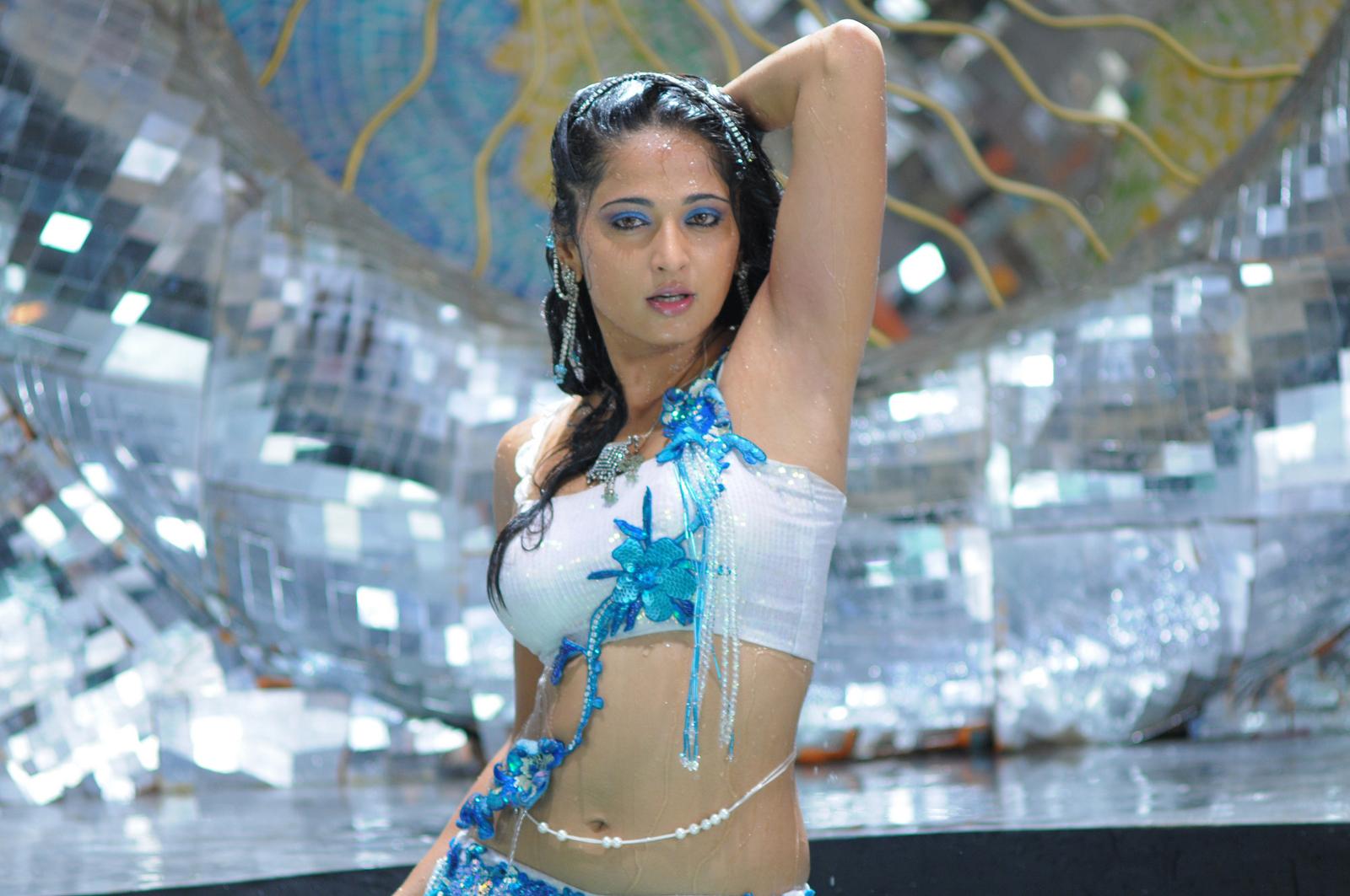 Anushka hot