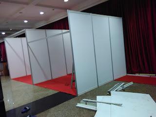 Jual Sewa Partisi Pameran R8, Stand, Booth, Panel Foto, Fitting Room, Sekat Partisi, Meja dan Lemari Partisi