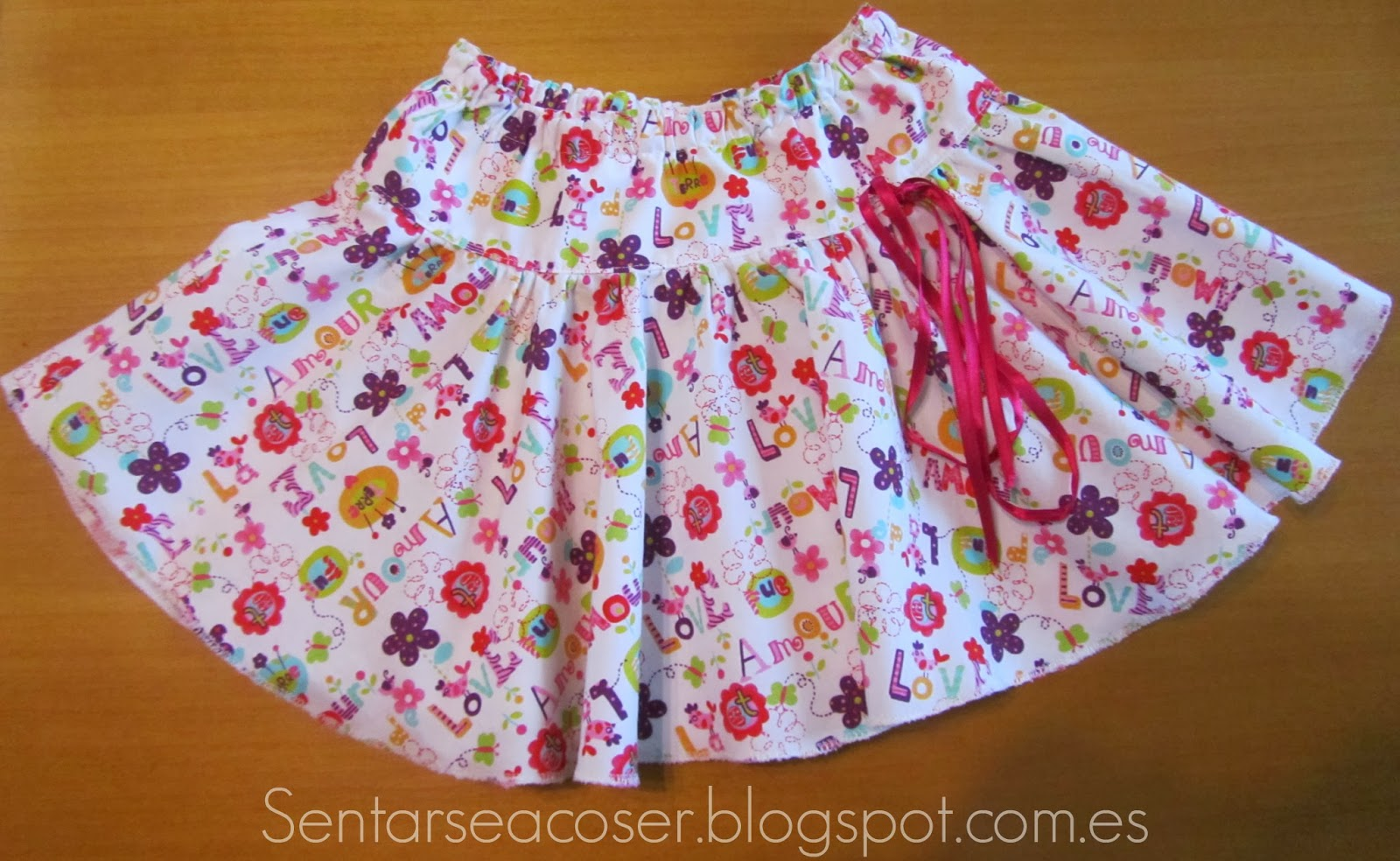 acb1128ff Sentarse a Coser: Tutorial falda de niña a capa y con canesú. Fácil ...