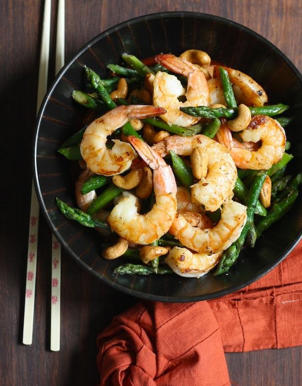 Easy Shrimp with Asparagus & Cashews Stir Fry recipe by SeasonWithSpice.com